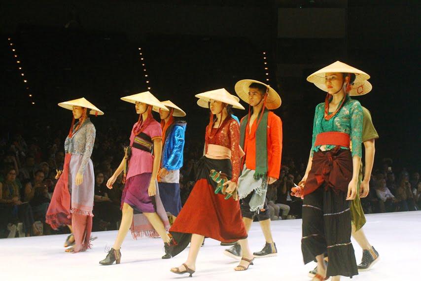 TorajaMelo Bersama Desainer Sofia Sari Dewi Tampil di Indonesia Fashion Week 2019
