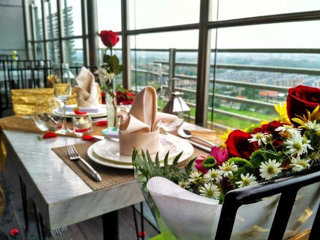 Makan Malam Romantis di SkyLounge 15, Hotel Santika Premier ICE BSD