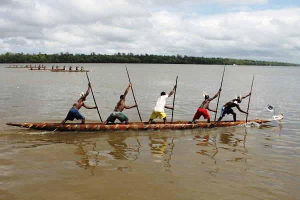 Mengenal Perahu Orang Asmat